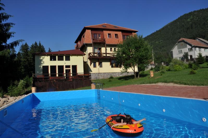 Pensiunea transilvania baile tusnad cazare rezervari for Hotel cu piscina