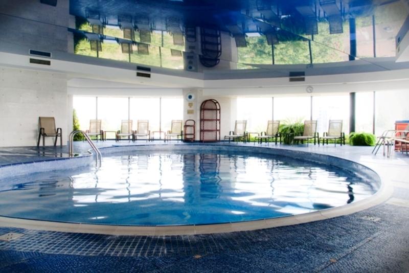 Hotel class bucuresti bucuresti cazare rezervari for Cazare cu piscina interioara valea prahovei